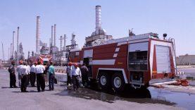 آزمایش ماشینهای آتش نشانی جدید در پالایشگاه نفت تهران